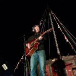 Alex de Vree joue pour les p'tites chansons sur toue